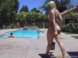 Alexis texas rides një e shëndoshë kokosh pas taking një dush video