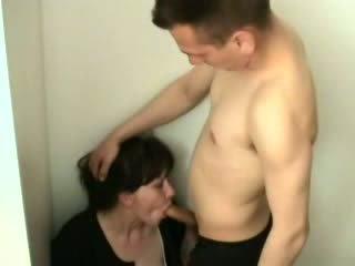 Cachonda chico attacked y follada su madrastra vídeo