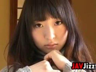 Japonais fille teasing son corps softcore