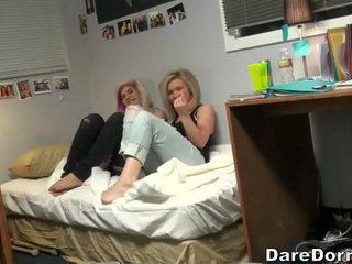 Giovane coppia scopata su camera