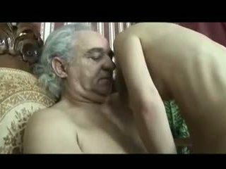 Cô gái chăm sóc của disabled xưa đàn ông