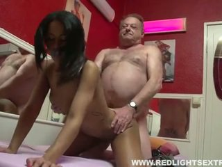 Βρόμικο γριά pervert gets νέος Καυτά πόρνη επί σπέρμα