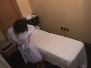 아시아의 소녀 gets 더 보다 a 표준 마사지