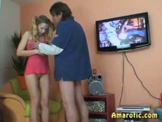 古い 男 - 若い 女の子: フリー ティーン ポルノの ビデオ 13
