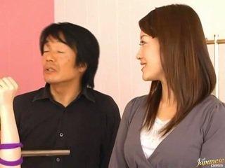 Japonais av modèle pees