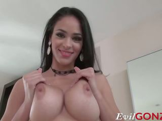 Seksi latina jasmine caro gets dia tender alat kemaluan wanita pounded