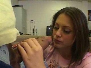 Enchanting weinig wettelijk leeftijd teenager kelsey michaels squeezes grootste lul neer warm throat
