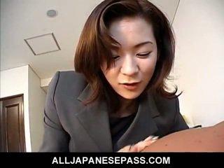 Genial japanisch milf im an büro anzug licks ein groß yonker till climbing aboard