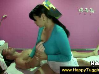 Veliko oprsje azijke masseuse offers a drkanje