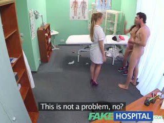 Fakehospital nxehtë infermiere joins çift në treshe