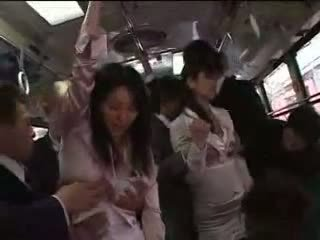 Japońskie dziewczyna wymuszony na pociąg