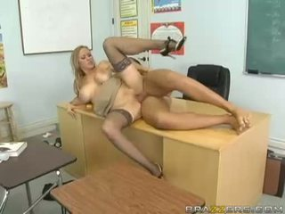 Breasty abby rode acquires henne liten fitte nailed hardt og takes impure cumblast