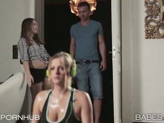 Babes - roomates έχω ένα αρωματώδης τρίο