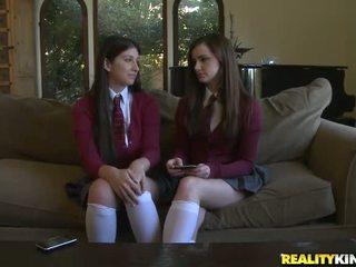 sebenar pelajar sekolah penuh, segar pakaian seragam sekolah, semua pelajar sekolah telanjang terhangat