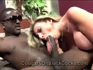 Lustful blondie mature catin sara jay gets baisée par grand noire homme