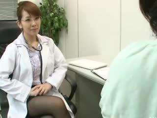 Lesbička gynecologist 2 část 1
