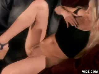 Seksi pelacur ciera sage naik untuk anal hubungan intim