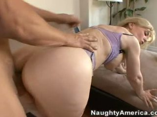 10 pounder loving nina hartley enjoys un jugosa spray de polla goo en su ravishing boca