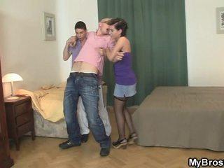On wakes nahoru a finds jeho dívka podvod