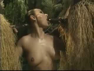 Afrikkalainen brutally perseestä amerikkalainen nainen sisään viidakko video-