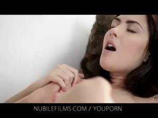 Nubile 薄膜 - 她的 華麗 女朋友 licks 的陰戶 所以 良好