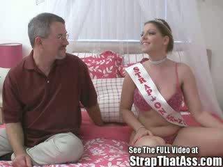 Robbie gets egy gaping seggfej -től a strapon hercegnő aka: candi apple