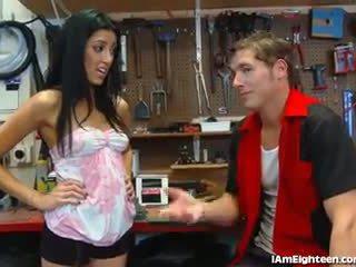 Slutty 비탄 빌어 먹을 그녀의 mechanic