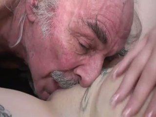Porner premium: amatér pohlaví film s a starý člověk a a mladý coura.