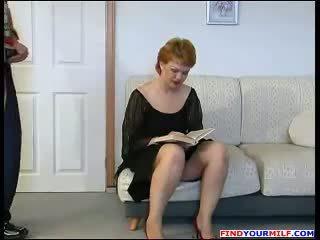 Handyman forcé à baise russe mature mère