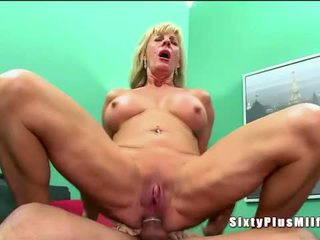 Анал секс для білявка збуджена бабуся