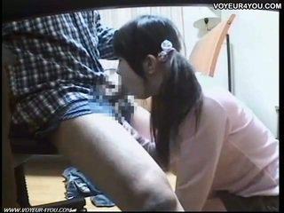 Japán diáklány orális szex tutorial