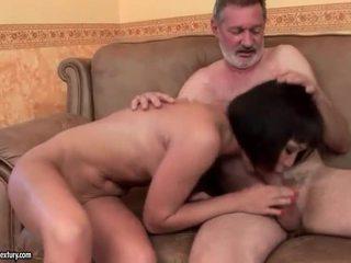 Exotiska tonårs knull gammal människa