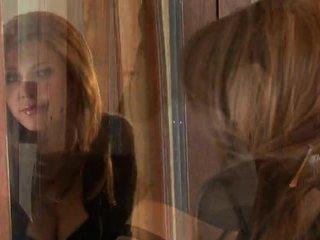 Jenni Lee Exposing Her Grumble Close Up