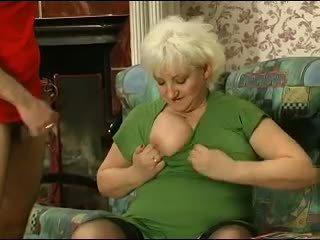 Rubia grannie - punishment turns en sexo