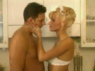 Anita blond este o fierbinte servitoare video
