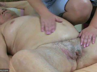 Kövér nagymellű nagyi van szex -val bögyös érett és felcsatolható hardcore