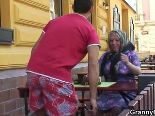 Gimiendo grandmother acquires su teenaged joystick