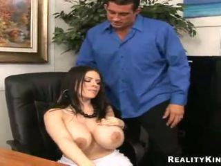 Daphne rosen gives a obdelovanje prsi till jumping onto a ram dong