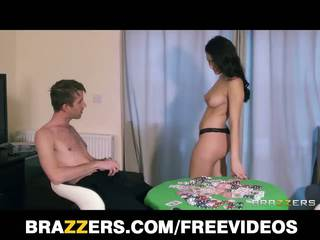 Valentina nappi turns een spelletje van striptease poker turns in een