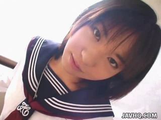 Teenaged japānieši coed gives viņai pirmais cocksuck