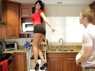 Moms διδάσκω σεξ - αυτήν boyfriend jizzed επί αυτήν moms βυζιά