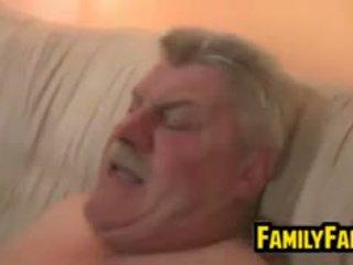 Násťročné fucked podľa ju tučné otec v zákon