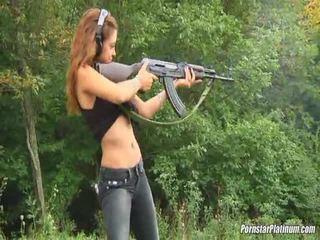 Shooting guns închidere de unele avid fool