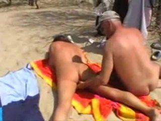 Michel steuve 裸 上 该 海滩