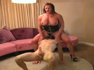 Female bodybuilder dominates رجل و gives له اللسان