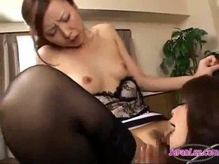 Toimisto nainen licking hänen pomo pillua getting hänen nännit sucked tiainen rubbed päällä the kirjoituspöytä sisään the toimisto