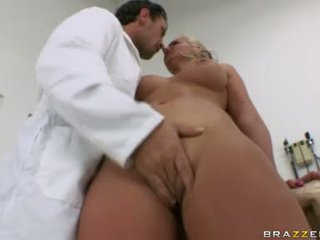 Phoenix marie baben har några muntlig nöje för sexig doktorn