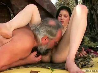 Μεγάλος titts επί νέος sluts