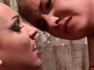 צעיר פילגיש painfully מוענש שלה slavegirl