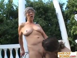 plus, grand-mère, mamie, anormal